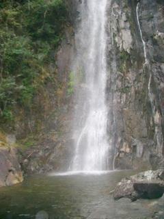 游荡新版亚博体育app下载山 欣赏激流跌宕的瀑布群